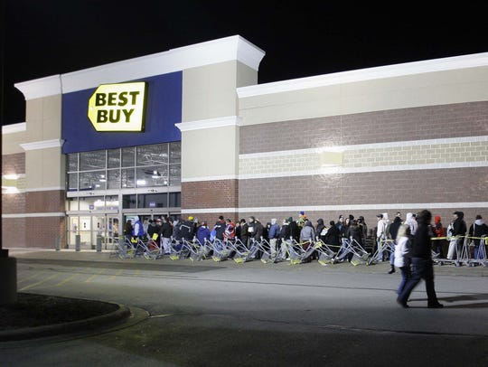 A long line stretches out at Best Buy at Deer Trace