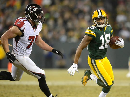 Green Bay Packers receiver Randall Cobb (18) tries