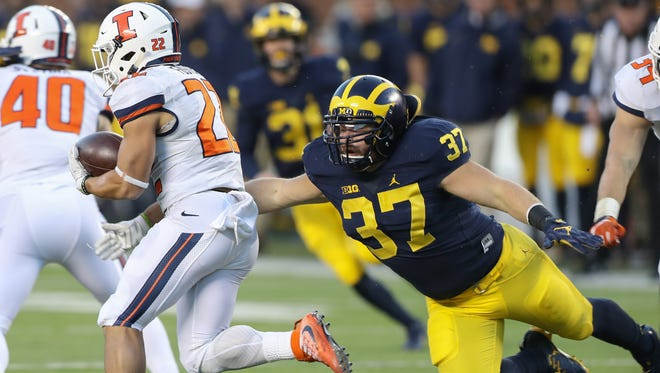Michigan's Dane Drobocky tries to tackle Illinois' Kendrick Foster during the fourth quarter of U-M's 41-8 win Saturday at Michigan Stadium.