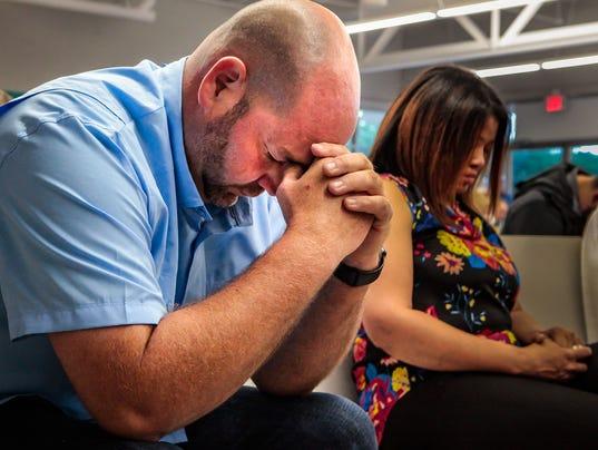 636632700771840592-Beecher-Frasier-prays.jpg
