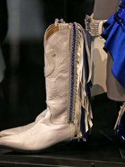 Indianapolis Colts cheerleaders uniforms, like the