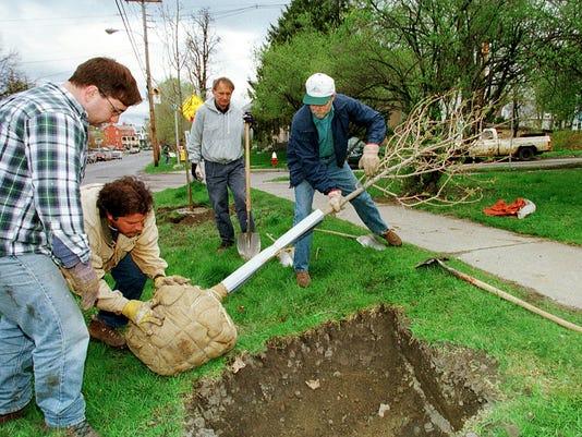 BUR20160420 tree planting burlington
