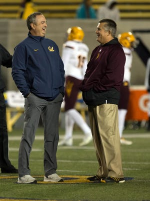 California Golden Bears head coach Sonny Dykes speaks with Arizona State Sun Devils head coach Todd Graham before the game at Memorial Stadium in 2015.