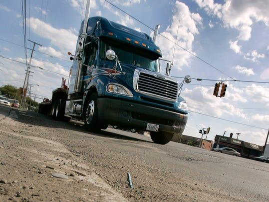 Weight Per Axle Semi Truck : Michigan senate defeats bill lowering truck weight limits