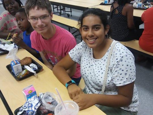 Northport students enjoy lunch together.