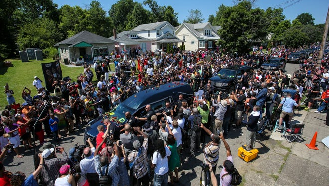 The funeral procession for Muhammad Ali makes its way past his boyhood home on Grand Avenue in Louisville as hundreds of fans line the streets to show their love and support for the Louisville legend. June 10, 2016