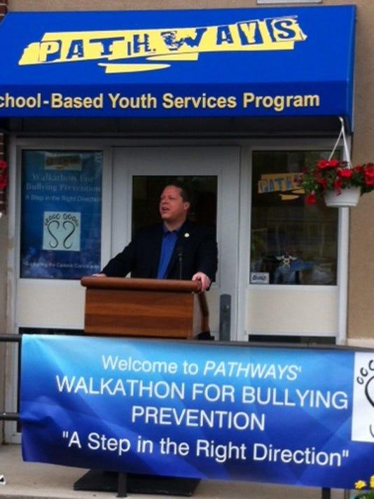 Mayor Dan Reiman at 2013 Bullying Walk.jpg