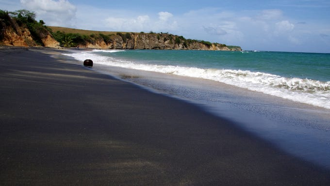 The world 39 s most beautiful colorful sand beaches for Black sand beaches costa rica