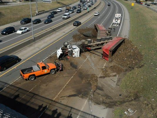 636263855630226798-freeway-crash.jpg