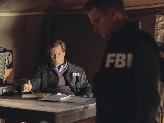 FBI negotiator Gary Noesner (Michael Shannon), left,