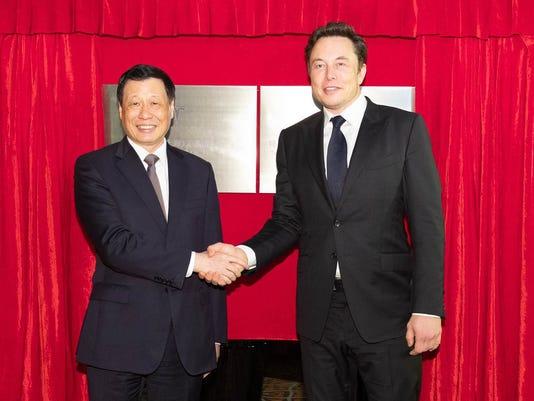 636668136453102071-Musk-in-China.jpg