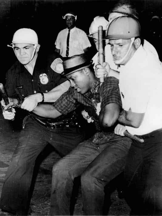 -Rochester Riots (23).jpg_20140206.jpg