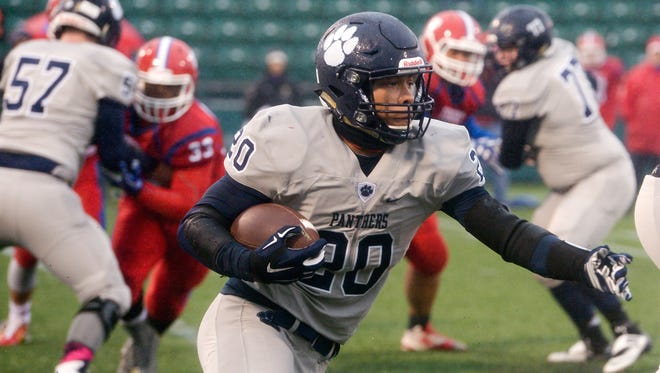 Pittsford''s Marquis Carter carries the ball in the first half.