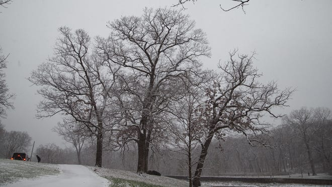 The first snow of the year begins to fall on Friday, Nov. 20, 2015, in Des Moines.