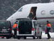 A picture from 'Ski Racing Magazine' says this is Lindsey Vonn boarding Tiger Woods' private plane.