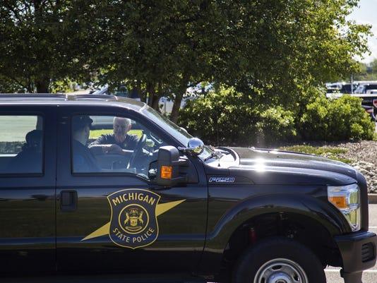 636336466561124622-AP-Officer-Injured-Airport-M-10-.jpg