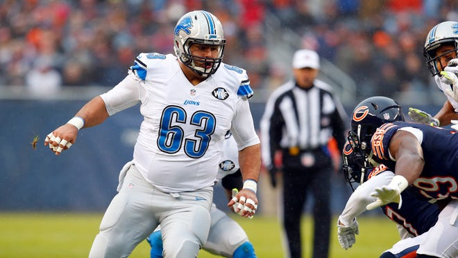 Detroit Lions guard Manny Ramirez looks to block against the Chicago Bears on Jan. 3, 2016, in Chicago.