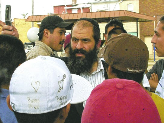 Sholom Rubashkin speaks with Guatemalan and Mexican