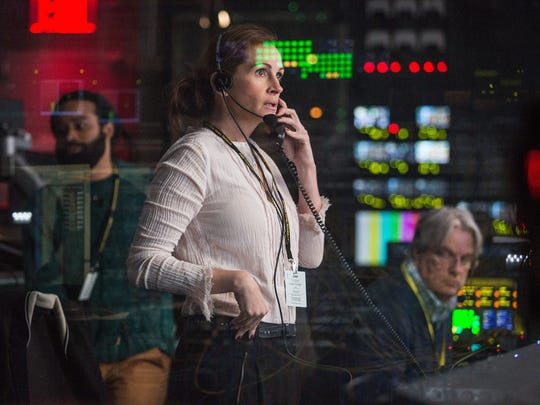 """TV producer Patty Fenn (Julia Roberts) tries to keep her boss alive in """"Money Monster."""""""