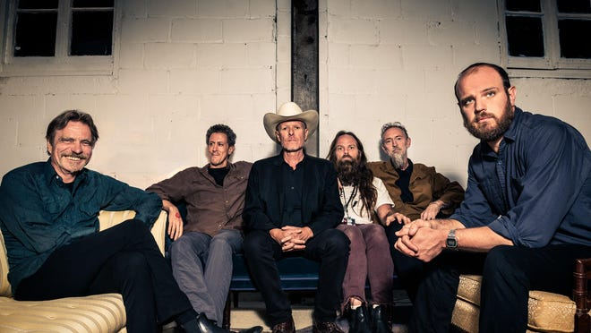 Swans performs at Vinyl Music Hall on Thursday.