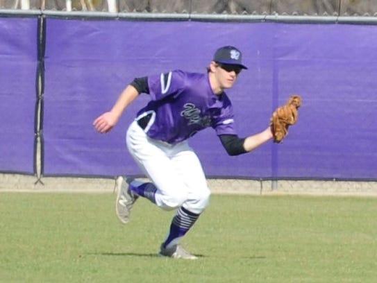Wylie outfielder Brady Horn (9) hauls in a fly ball
