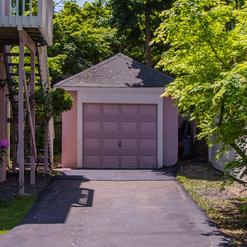 Can't get your car in the garage? Some help from Rockland clutter pros