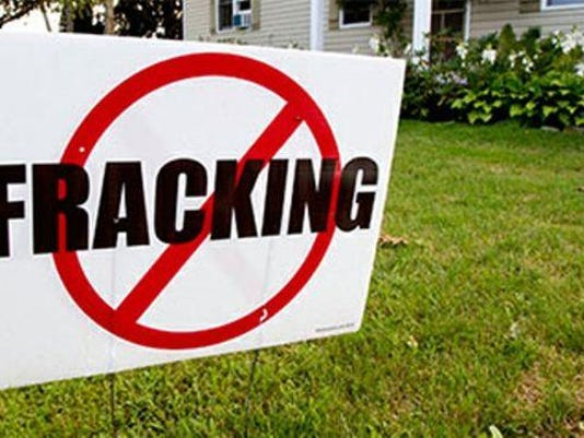 IMG_fracking-sign2.jpg_1_1_FD8ME4KM.jpg_20140930.jpg