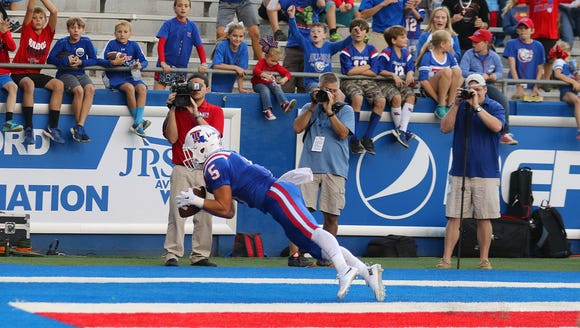 Louisiana Tech wide receiver Trent Taylor makes a diving