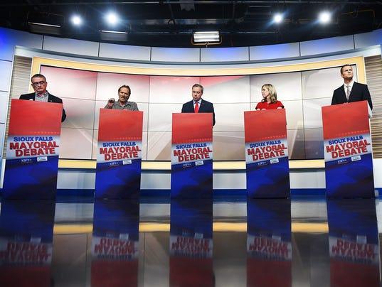 636583025111202155-KSFY-Argus-Leader-mayor-debate-001.JPG