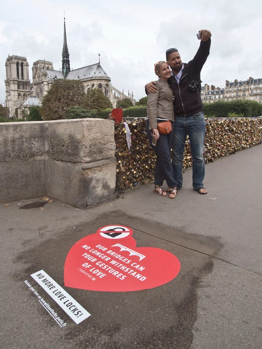France Love Locks_Oliv.jpg