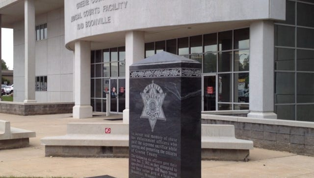 Deputies say a man made bomb threats outside of the courthouse on Wednesday.