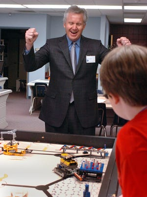GE CEO Jeff Immelt reacts to a robotics demonstration by Leagure Academy 6th graders at Roper Mountain Science Center in 2007. He was in town at the time for GE's annual shareholders meeting.