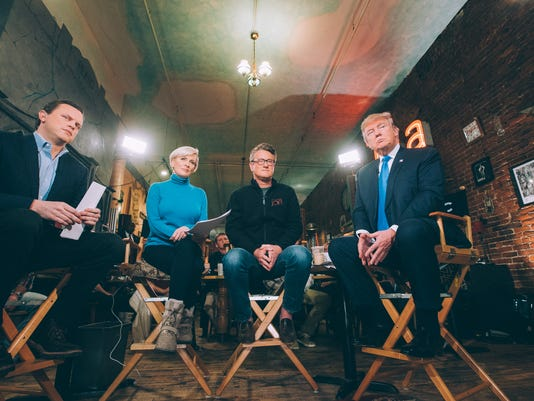 635897712098583618-Trump-with-Morning-Joe-in-Des-Moines---Photo-by-Louis-Burgdorf-for-MSNBC.jpg