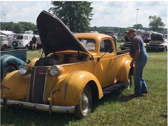 Bill Snodgrass of Nevada, Ohio, admired a 1938 Studebaker
