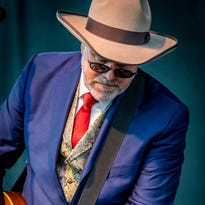 Robert Earl Keen brings bluegrass to Hanford Fox