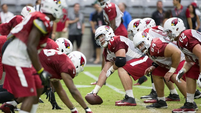 Arizona Cardinals center Evan Boehm gets ready to snap the ball during training camp at University of Phoenix Stadium in Glendale on August 25, 2016.