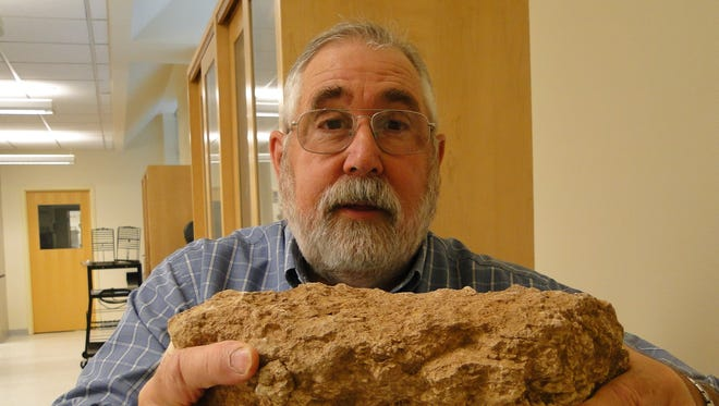 "Bill Lindemann, a New Mexico State University professor and soil microbiologist, will present ""Soils and Mulches"" at the March 17 free Lush and Lean 2016 workshop at Branigan Library."