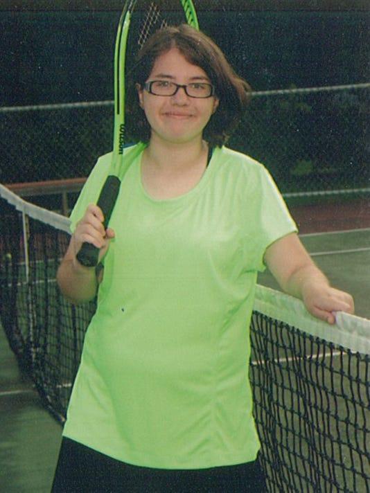 635756640835163206-Taylor-tennis