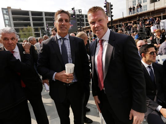 Chris Chelios, left, became especially close with Kris Draper while working for the Detroit Red Wings.