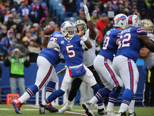 Bills quarterback Tyrod Taylor looks downfield as the