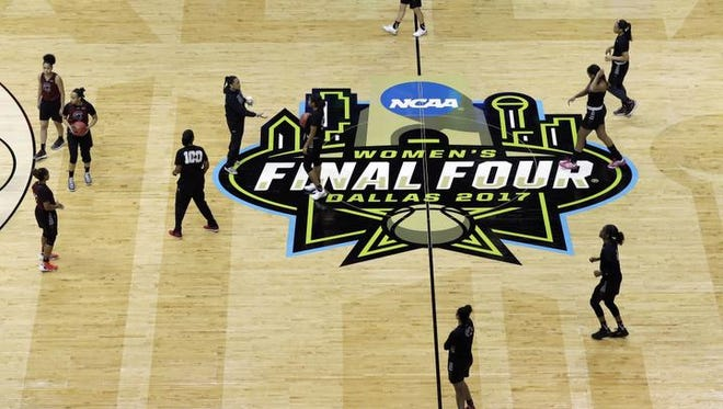South Carolina head coach Dawn Staley, center runs a practice session for the women's NCAA Final Four college basketball tournament, Thursday, March 30, 2017, in Dallas. South Carolina plays Stanford on Friday. (AP Photo/Eric Gay)