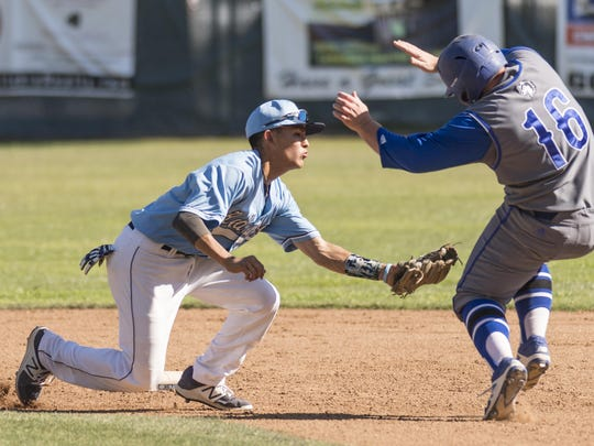 Redwood's Elijah Munoz tags Hanford West's Jonathan