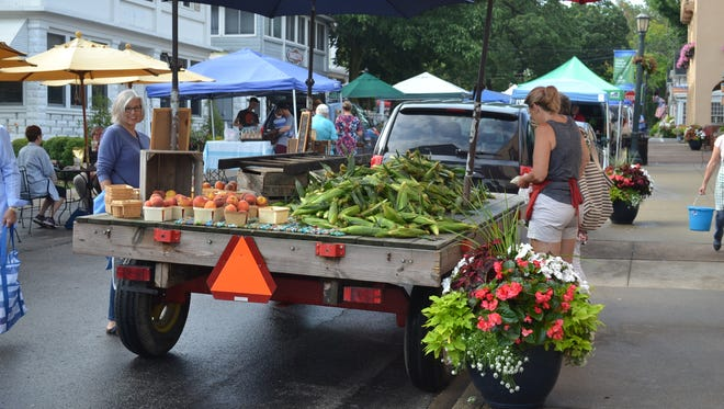 Lakeside hosts farmers markets every Tuesday and Friday that feature fresh produce and flowers. The farmers markets are just one reason why Lakeside is a popular day trip destination.