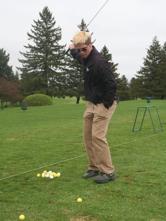 one arm golfer1