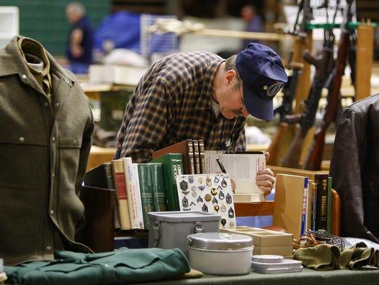 1 Gun and Antique Show