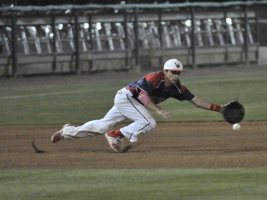Tulare Western third baseman David Alcantar reaches