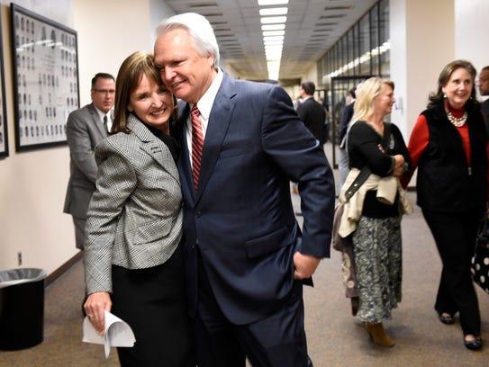 Outgoing Lt. Gov. Ron Ramsey hugs House Speaker Beth