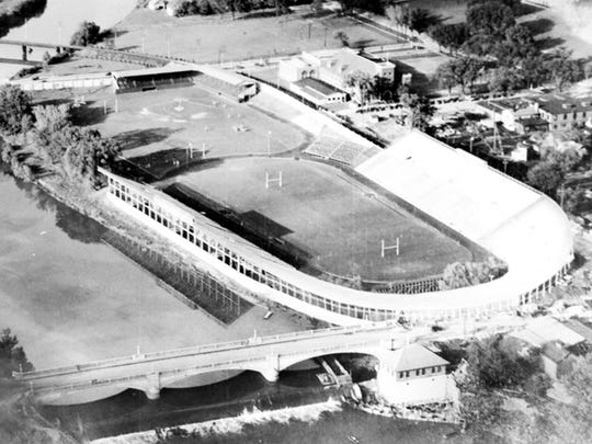 Historical photo of Iowa Field. Archives, Special Collections Department, University of Iowa, Iowa City.
