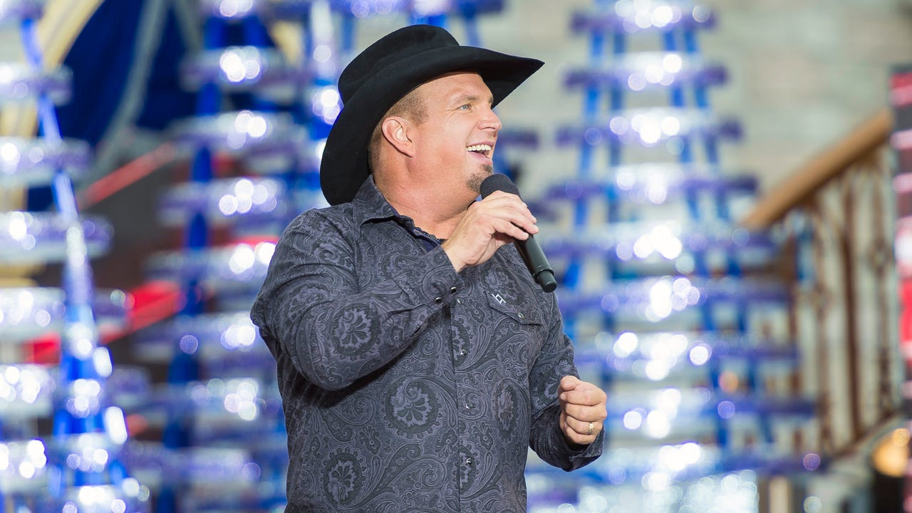 Garth Brooks serenades concert-going grandma on eve of 89th birthday