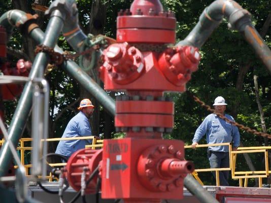 -ITHBrd_12-27-2012_Daily_1_A006~~2012~12~26~IMG_ELM_Gas_drilling_fil_1_1_NT3.jpg